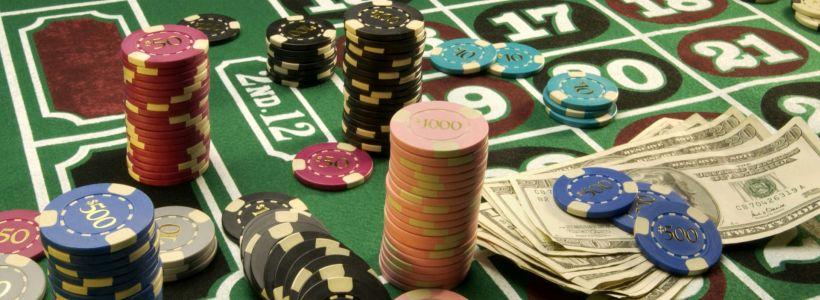 Entertain yourself through Online Gambling